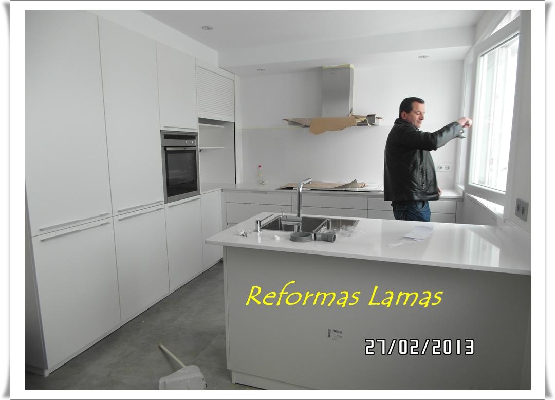 Empresas de fabricación y venta de mobiliario a medida para cocina y baño. Reformas completas en A Coruña.